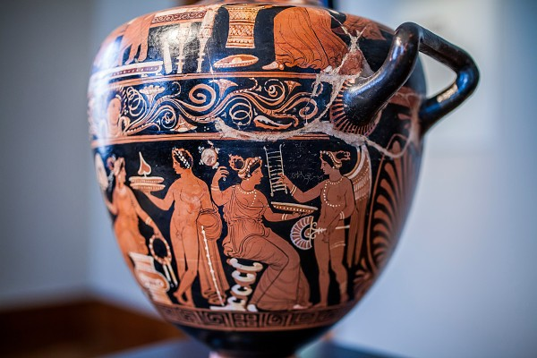 Water jar with domestic scenes. Apulia, around 330 BC.
